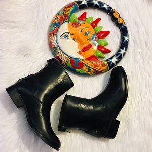 Frye Melissa Button Back Zip Short Boot NWOB  SZ 6